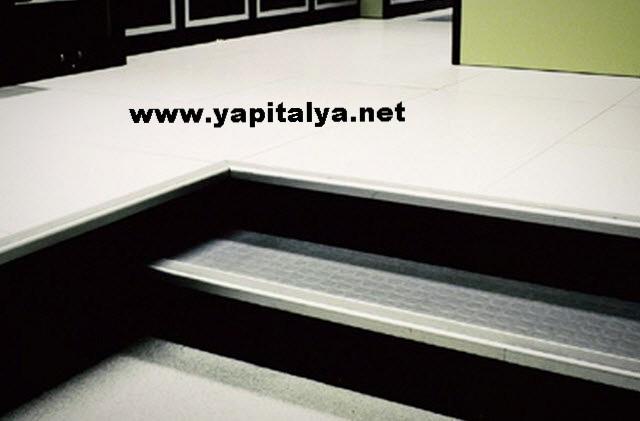 Yükseltilmiş döşeme basamağı